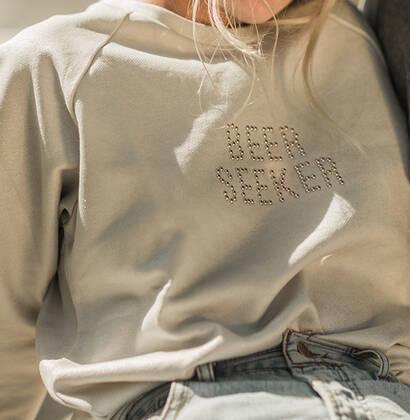 Shiny sweatshirt Beer Seeker chica